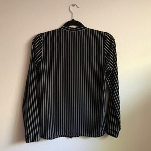 Forever 21 Tops - modern F21 stripped bow-tie front blouse😍